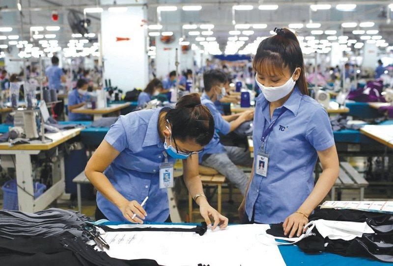 vietnams textile garment exports down 103 pct in nine months