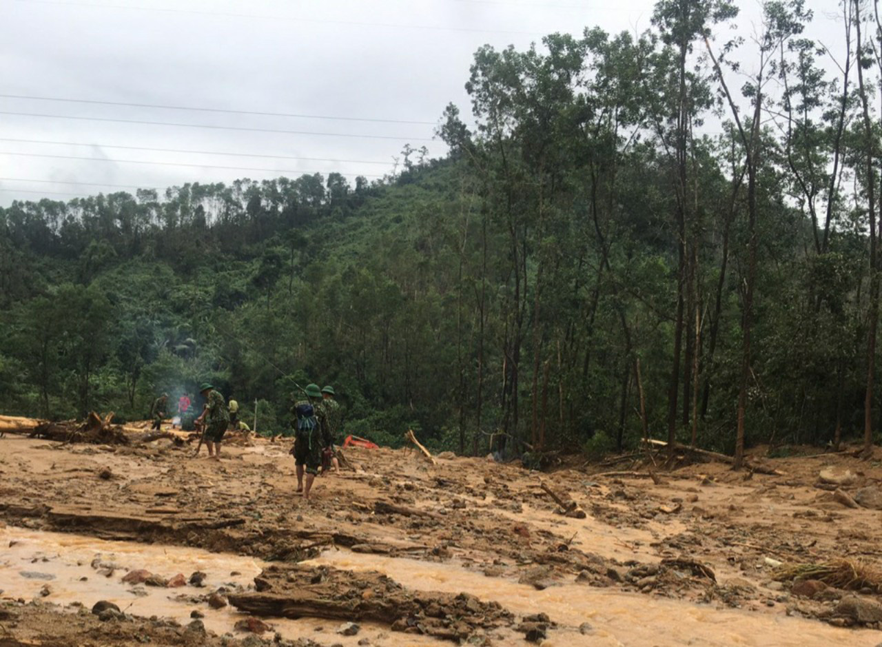 catastrophic landslides one worker found dead nearly 1000 people mobilised for rescue efforts