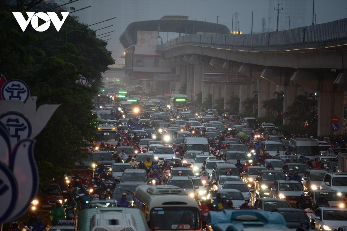 Hanoi: Heavy rains cause serious congestion during rush hour