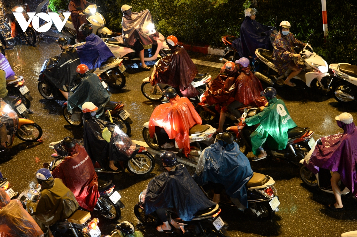 hanoi heavy rains cause serious congestion during rush hour