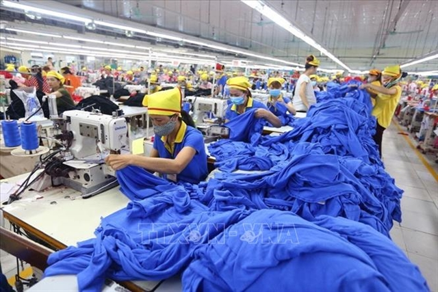 Average wage at domestic firms rises 5.2 percent – lowest in decade: survey