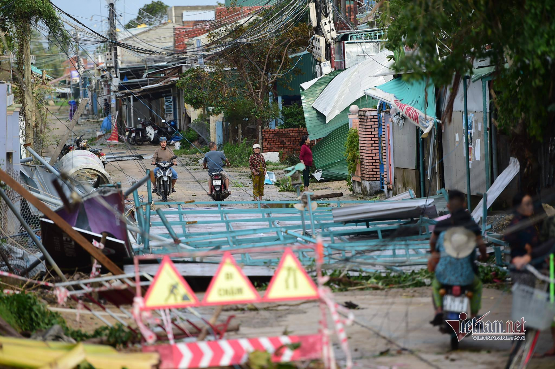 new storm to enter bien dong sea may slam into central vietnam
