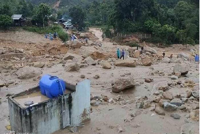 19 dead dozens missing after landslides in central vietnam
