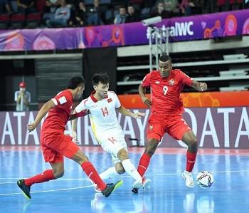 Vietnamese Player Scores Best Goal at Futsal World Cup 2021