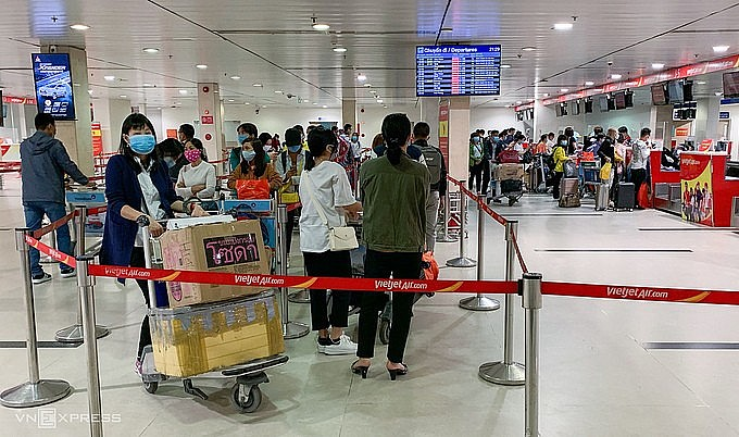 Passengers at Tan Son Nhat Airport in HCMC, February 2021. Photo by VnExpress