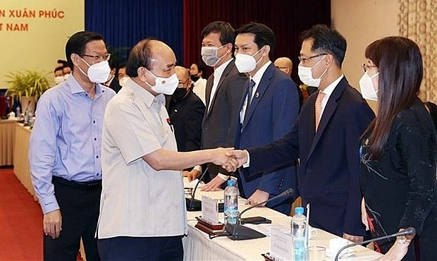 President Nguyen Xuan Phuc meets with representatives of the Vietnam Young Entrepreneurs' Association in HCM City on October 12. (Photo: VNA)