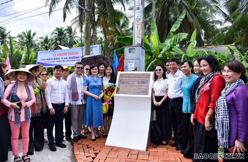 embassies international friends help southern ben tre province build bridge