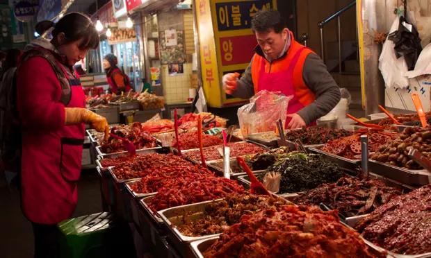 Koreans, Chinese netizens online showdown over Chinese-style Kimchi winning international certificate