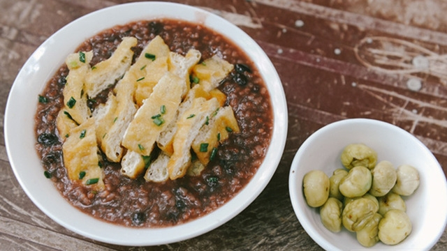 bean porridge with tofu and pickled eggplants a good way to cool down in hanoi summer