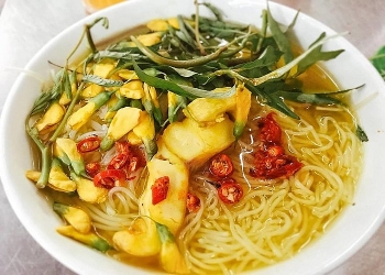 Chau Doc Fish Noodle Soup: A sweet and aromatic specialty of Mekong Delta
