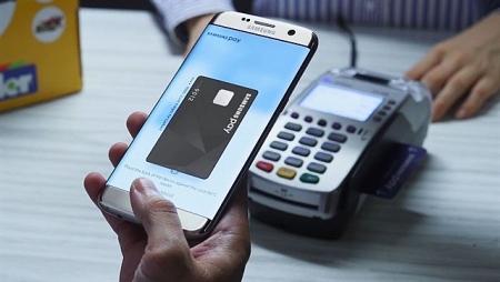 Ha Noi encourages cashless payment, e-commerce