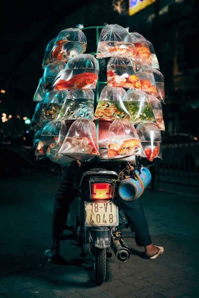 hanoi street fish seller photo won the prestigious smithsonian photography award