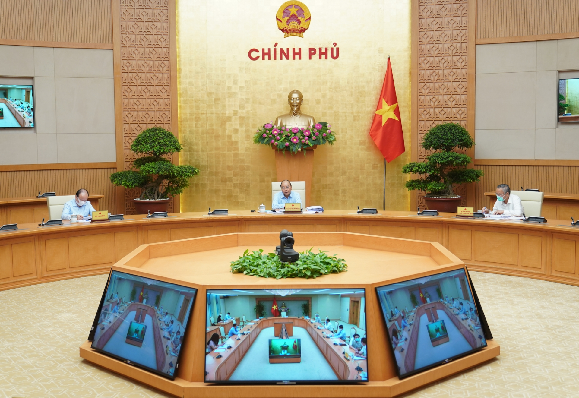 vietnam pm requested commodities prices reduction