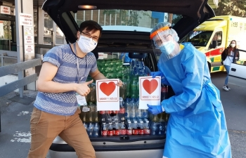 vietnamese community in czech unite in prevention and combat of covid 19 pandemic