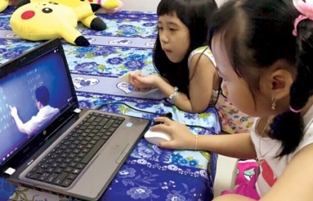 Helping children use internet safely becomes essential