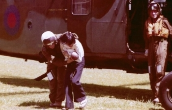 vietnamese girl reunited with english pilot who saved her life 45 years ago