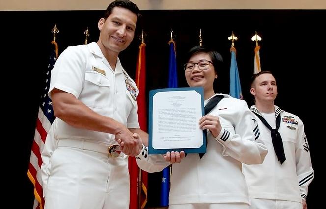 Amazing Vietnamese medic joins US Navy