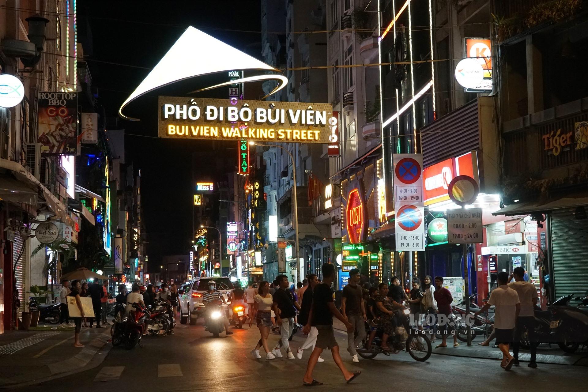 bui vien sai gons backpacker street bustling again