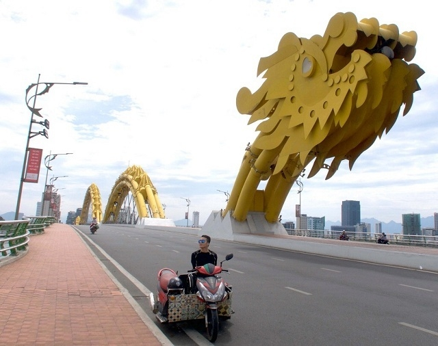 with courage a disable wheelchair bound vietnamese has traveled across vietnam