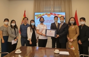 vietnamese government sent face masks to vietnamese community in spain