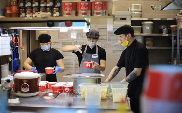 vietnamese in russia give free pho to covid 19 doctors