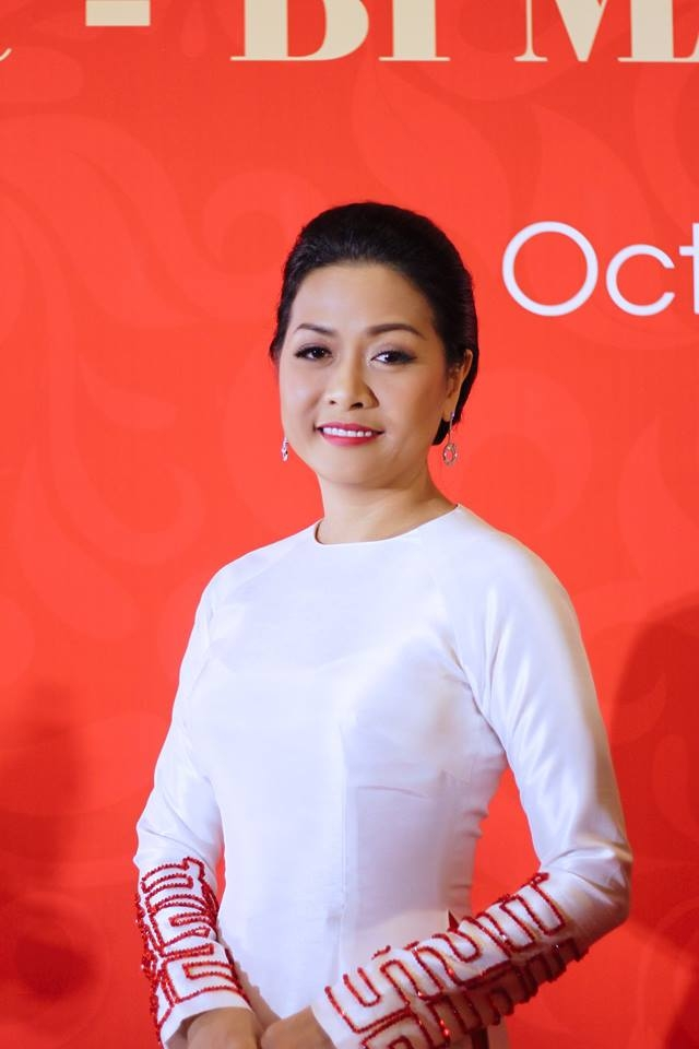being a successful tycoons daughter it is not easy for the famous author phuong uyen tran