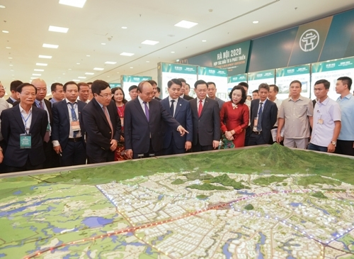 pm urges hanoi to become one of east asia centres by 2045