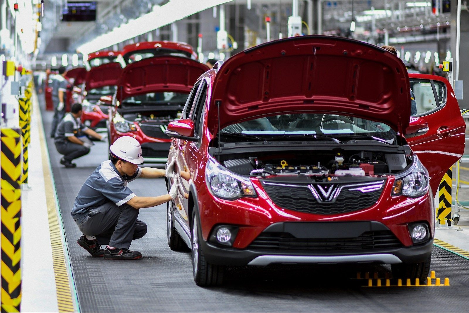 new policy in vietnam auto registration fee to be reduced by half