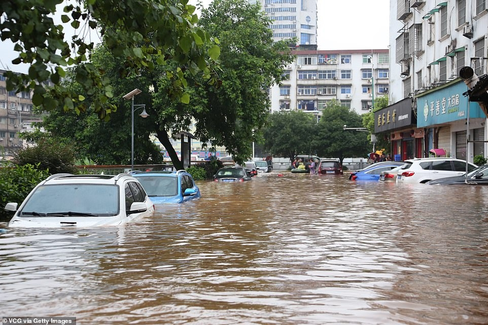 china massive flood updates hundreds of people dead or missing millions evacuated from collapsed houses