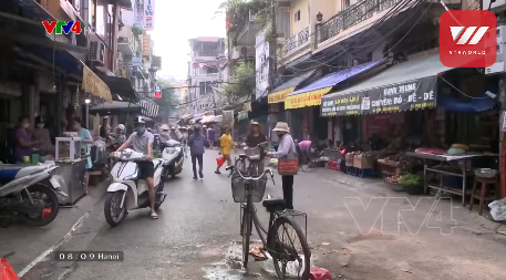 Hanoi residents fight against the second wave of Covid-19