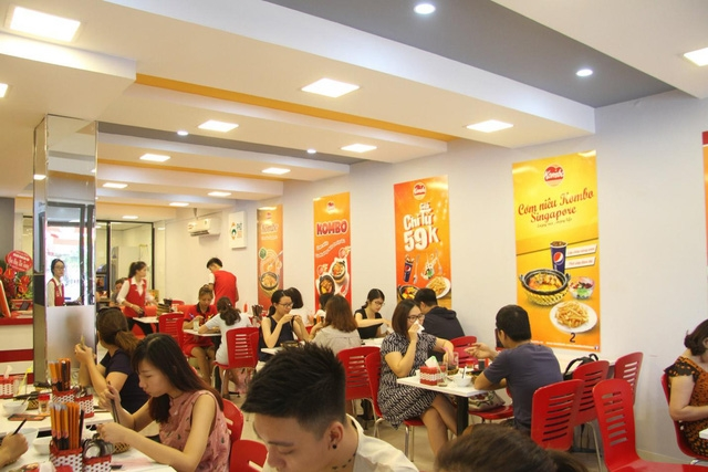 Vietnamese F&B businesses prepare for second round of social distancing