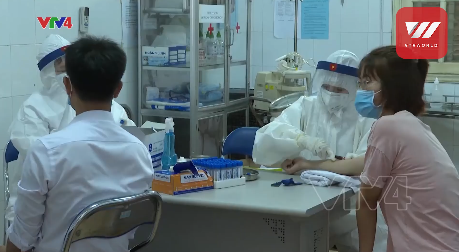 video people returned from da nang undergoing covid 19 rapid test