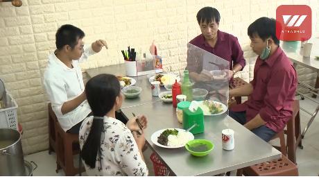 video restaurants and eateries in hanoi enforce social distancing measures