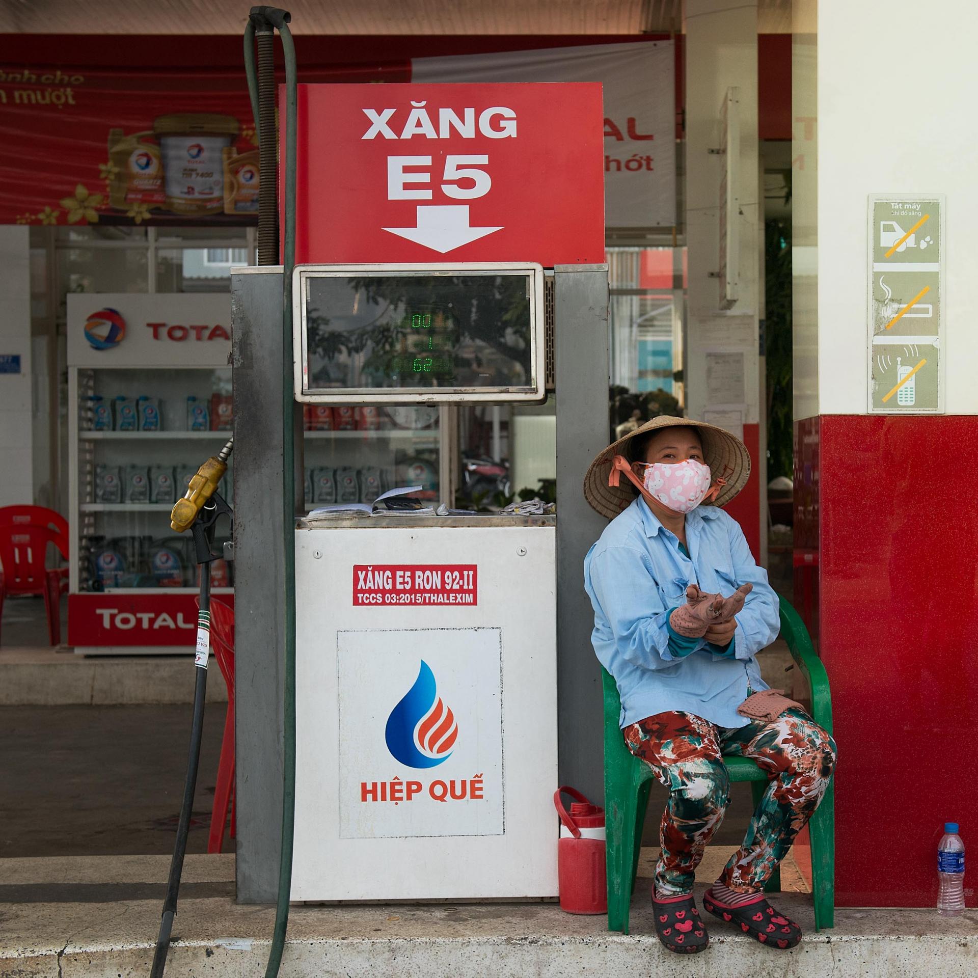 5444 gas station