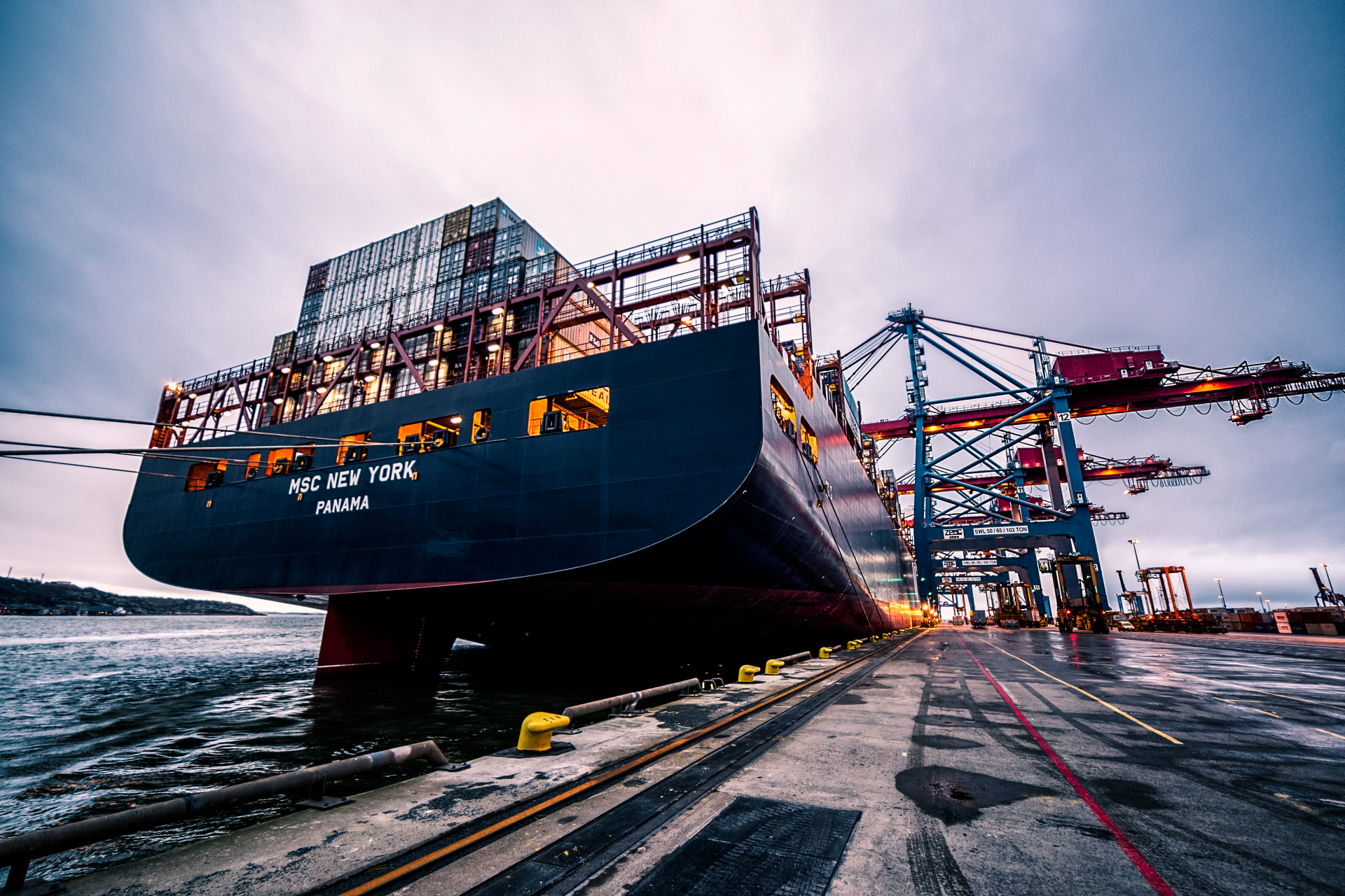 positive growth in transporting through vietnam ports