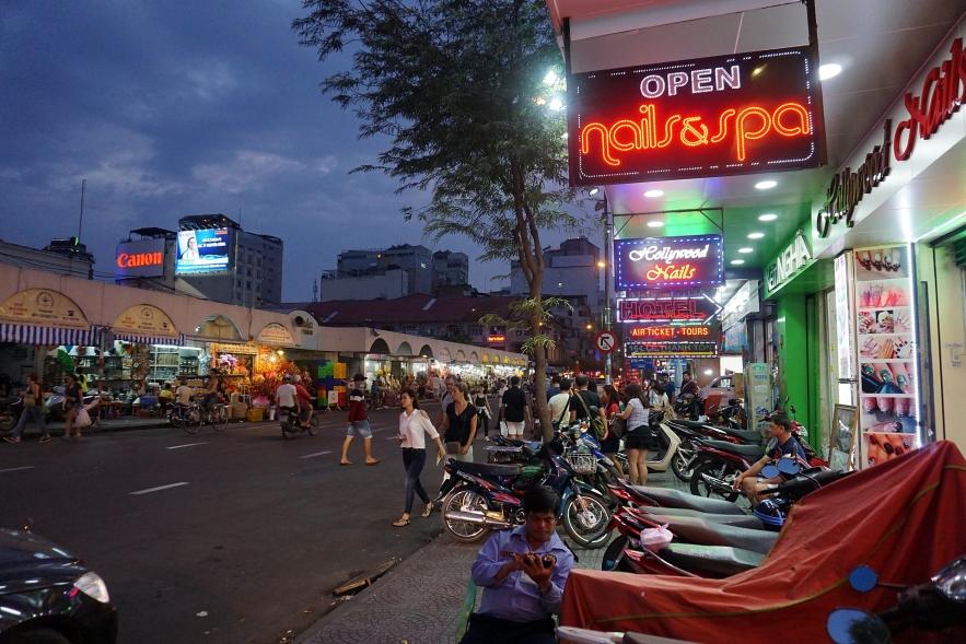 Scratch Magazine hails Vietnamese manicurist for