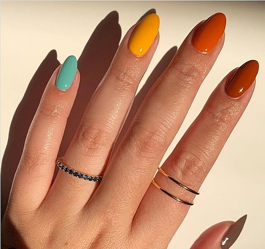 "Scratch Magazine hails Vietnamese manicurist for ""futuristic"" nail collection"