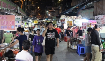 exploring street food paradise at sai gon flower market