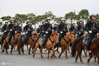 vietnam police cavalry squad first rehearses against protesters