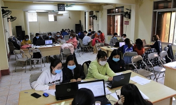 vietnamese students join battle against covid 19 pandemic