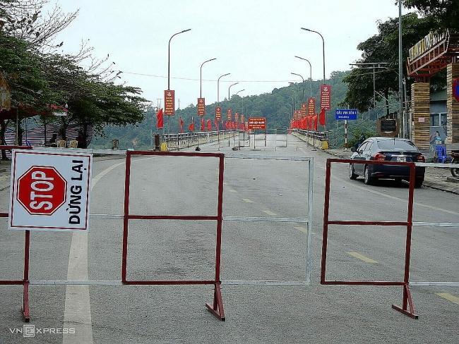 Photos show life under Covid-19 lockdown in Vietnam town