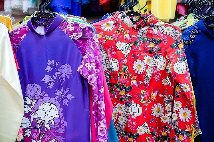 Family of 4 generations sewing Ao Dai in Old Quarter: From rusted sewing machine to a famous brand