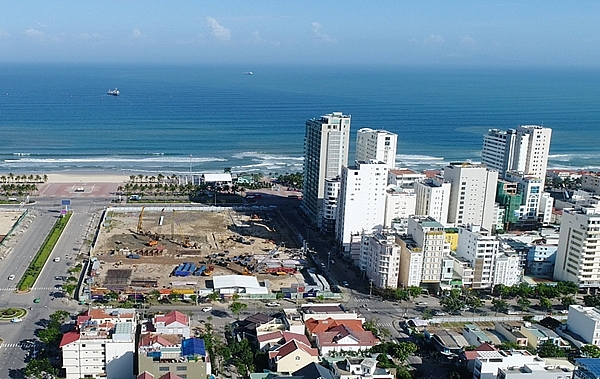 Big businesses pour billions of dong into danang's land market