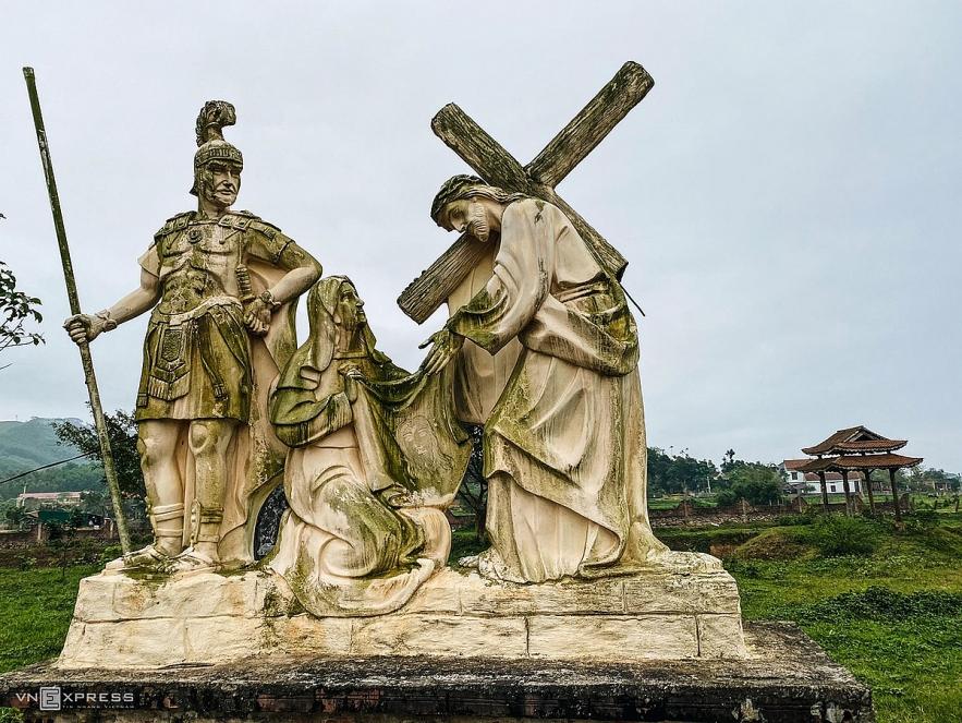 Splendid churches add charm to Quang Binh Province