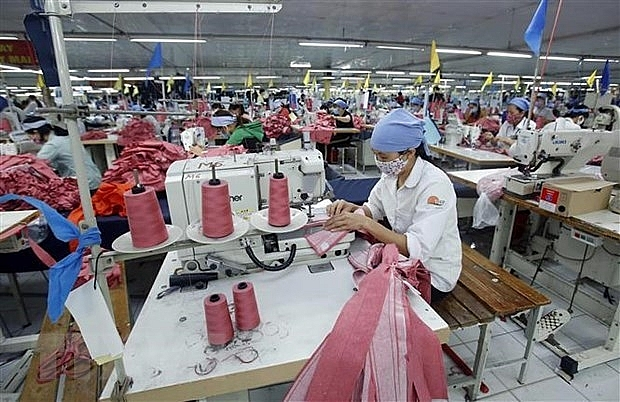 Vietnamese workers' average salary rises in first quarter