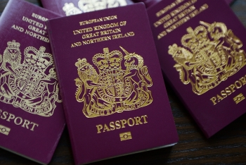 uk considers extending hongkongers visa rights if china pursues security laws