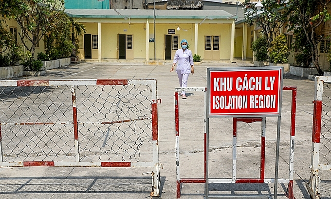 Vietnam considers to use tracking bracelets for quarantined people