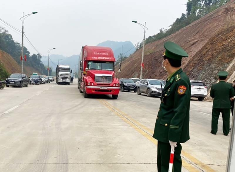 Strict customs inspections impose on goods amid law violation of smugglers