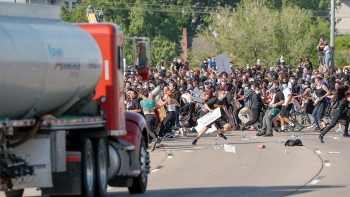 protests in america update bail set for seattle man accused of shooting protester after driving into crowd