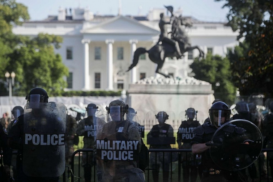 us news today the insurrection act of 1807 gives trump the militarys power to dominate protestors